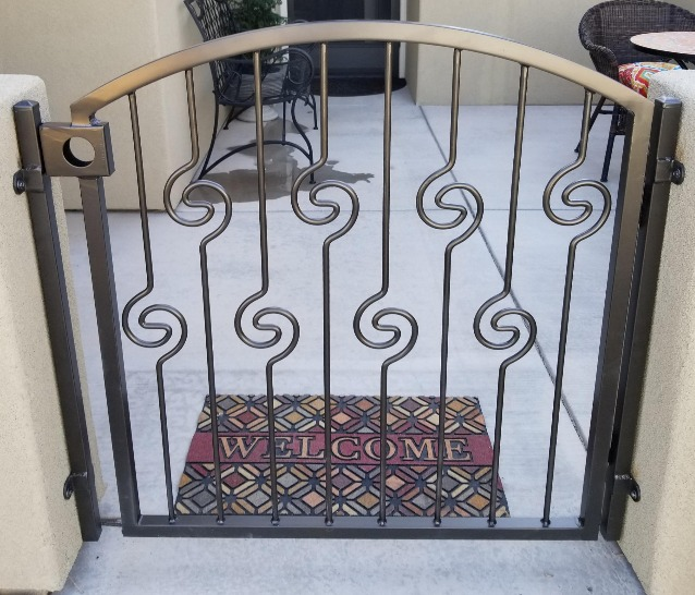 custom-courtyard-gate-2
